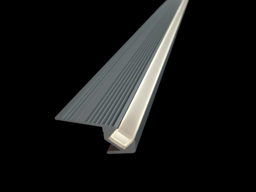 Treppenstufenprofil silber eloxiert