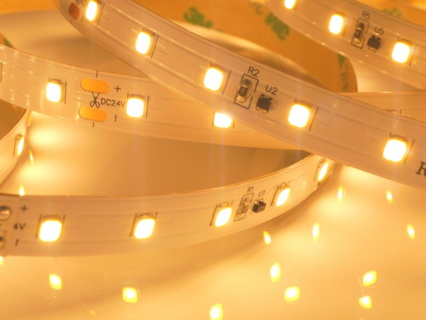 Premium BasicLine LED-Streifen, 2700K warmweiß, 972lm/m, 9,6W/m, 70LEDs/m 24V