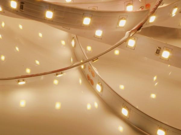 XQ LED-Streifen HE, 3000K warmweiß, 982lm/m, 5.7W/m, 64LEDs/m, 24V, 5m Rolle