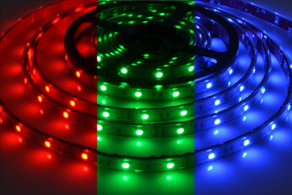 RGB LED-Streifen 30LEDs/m, 6W/m, 12V in PVC-Hülle IP65 5m Rolle
