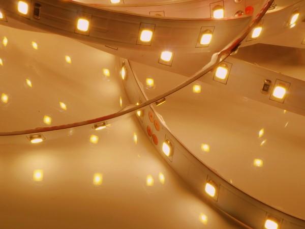 XQ LED-Streifen HE, 2700K warmweiß, 896lm/m, 5.7W/m, 64LEDs/m, 24V